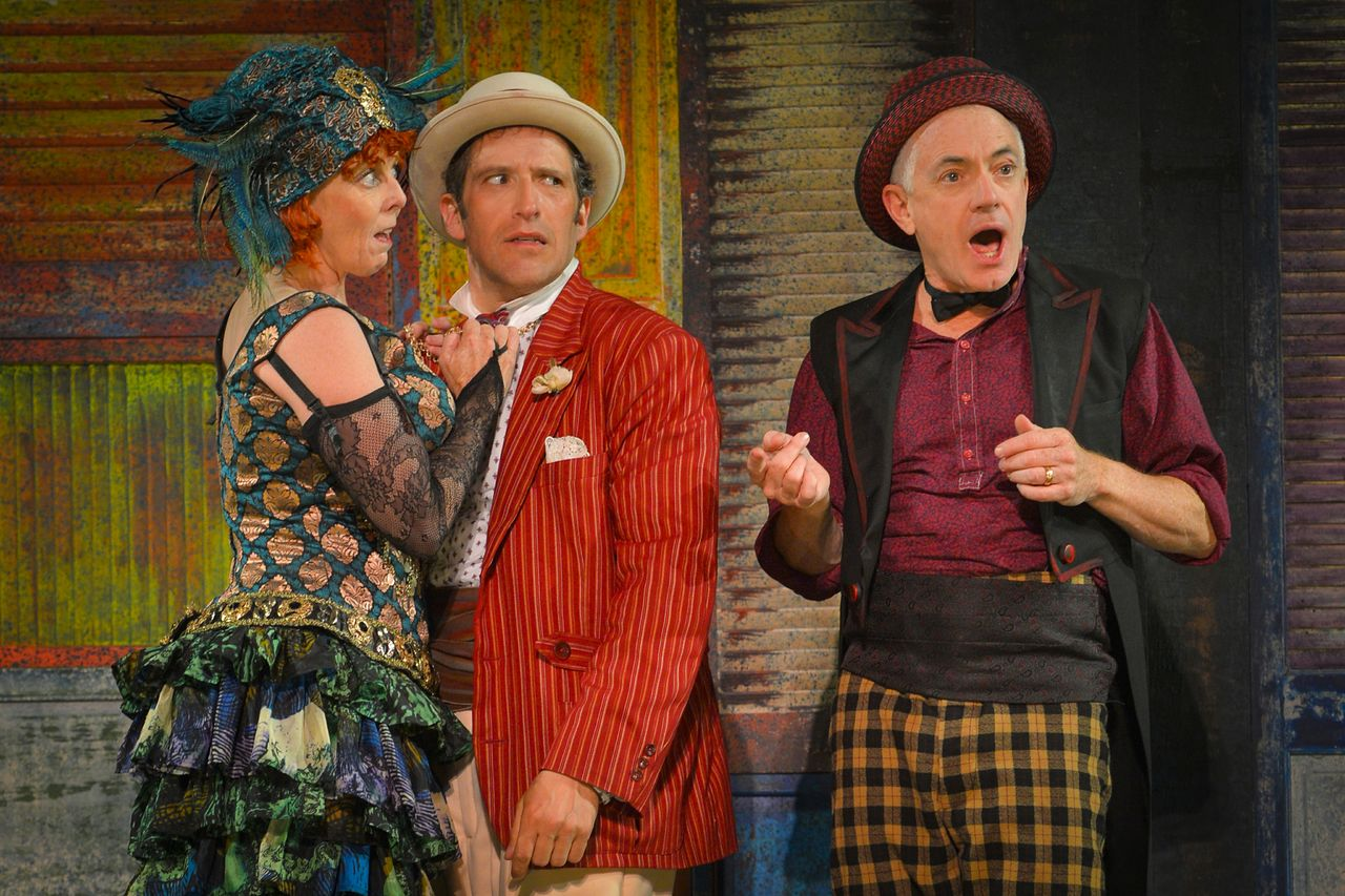 comedy of errors farce or comedy Across the river thames, the comedy of errors is packing them in at the national and noises off is at the old vic, while at manchester's royal exchange, told by an idiot's version of you can't.