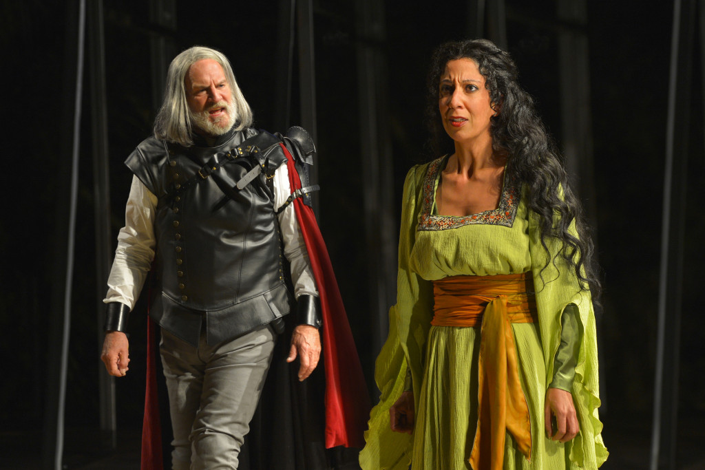 Julian López-Morillas as Clotaldo and Sarah Nina Hayon as Rosaura